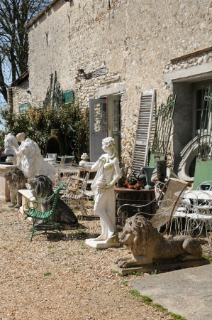 antiquary: Ile de France, antique shop in Bois l Epicier farm in Houdan