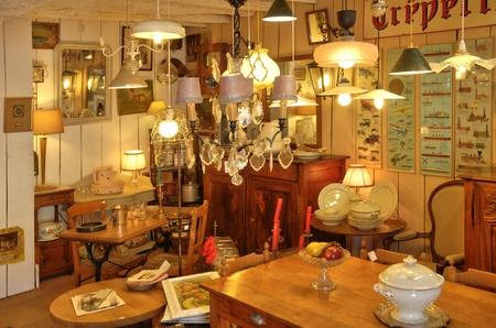 bric: Ile de France, antique shop in Bois l Epicier farm in Houdan