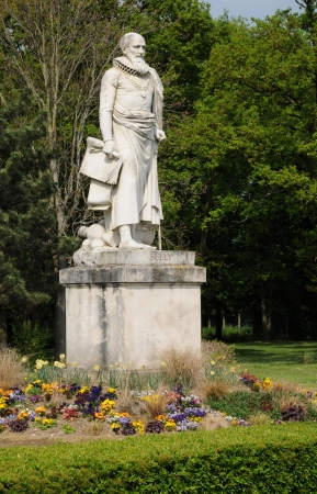 sully: Ile de France, the statue of Sully in Rosny sur Seine Editorial