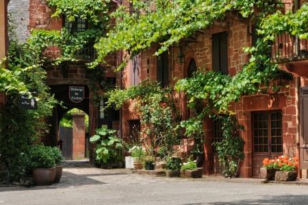 フランスの美しい村コローニュ ・ ラ ・ ルージュ