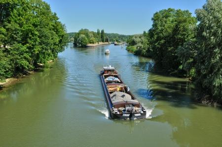 France, barge on Oise river in l Isle Adam in Isle de France Archivio Fotografico