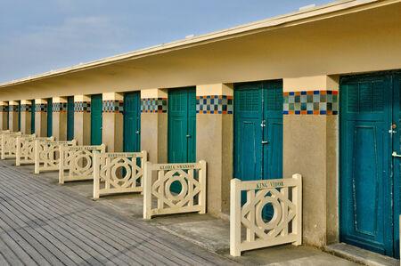 cabane plage: France, le pittoresque cabane de plage dans les Planches en ville de Deauville dans Normandie