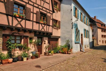 haut rhin: Francia, la pintoresca ciudad de Colmar en Haut Rhin Editorial