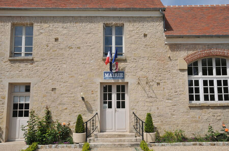 Ile de France, the city hall of Guiry en Vexin in Val d Oise Stock Photo - 28280745
