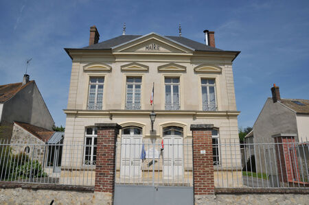 Ile de France, the city hall of Themericourt in Val d Oise Stock Photo - 28281380