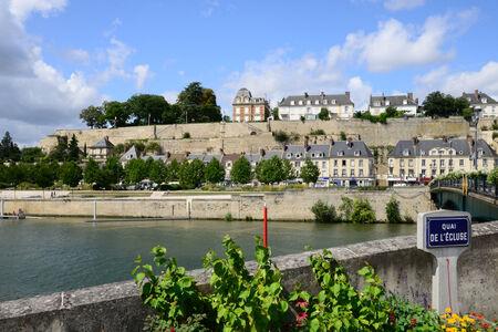 pontoise: Ile de France, the picturesque city of Pontoise