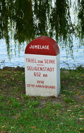 twinning: Ile de France, boundary stone in the picturesque city of Triel sur Seine