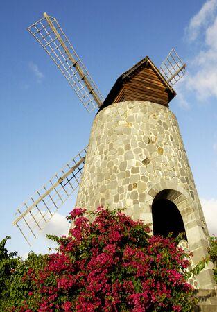 France, le moulin à vent pittoresque dans le parc de la distillerie 3 Rivieres en Martinique