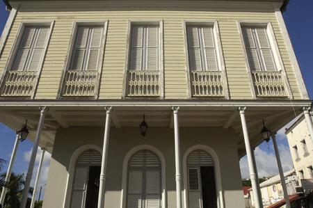 martinique: Francia, el pintoresco ayuntamiento de San Pedro en Martinica Foto de archivo