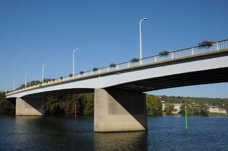 les: Ile de France, the bridge between Les Mureaux and Meulan Stock Photo