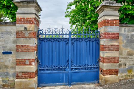 les: Ile de France, an old gate in Les Mureaux Stock Photo