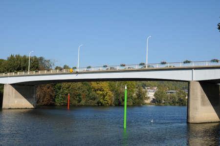 ile de france: Ile de France, the bridge between Les Mureaux and Meulan Stock Photo