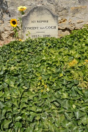 van gogh: Ile de France, the picturesque Van Gogh tomb in the village of Auvers sur Oise