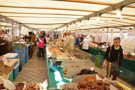 grocery trade: Ile de France, the picturesque market of Saint Germain en Laye