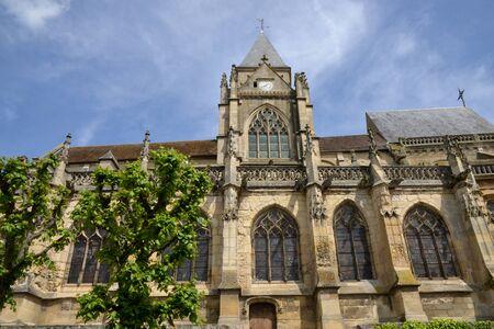 sur: Ile de France, the picturesque church of Triel sur Seine Stock Photo
