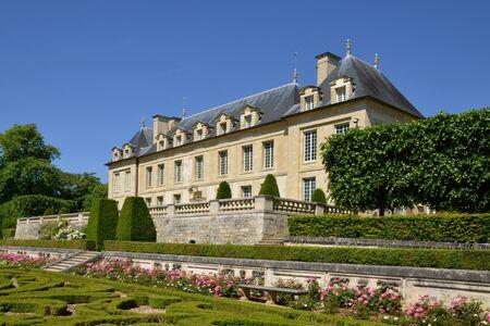 sur: Ile de France, the picturesque castle of Auvers sur Oise