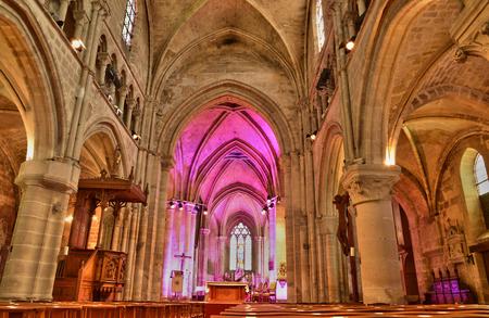 sur: Ile de France, the picturesque church of Auvers sur Oise