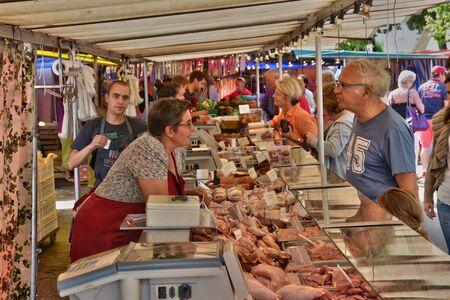 sur:  market of Verneuil sur Seine