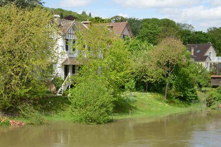 sur: Ile de France, the picturesque village of Villennes sur Seine Stock Photo
