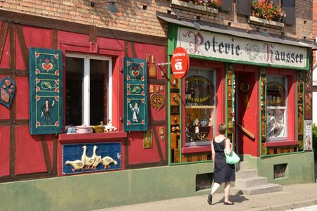 alfarero: France, a potter shop in Soufflenheim in Bas Rhin