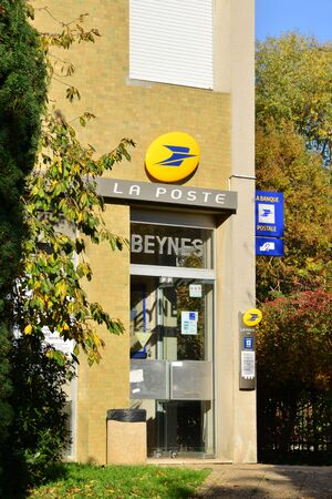 ile de france: Ile de France, the post office of Beynes Editorial