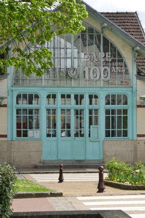 ile de france: Ile de France, the picturesque station of Villennes sur Seine Editorial