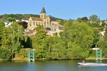 seine: Ile de France, the picturesque city of Triel sur Seine