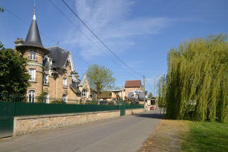 sur: Ile de France, the picturesque city of Triel sur Seine