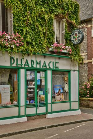 Frankrijk, de schilderachtige stad van Veules les Roses in Seine-Maritime Redactioneel