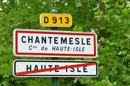 isle: Ile de France, sign in the picturesque village of Haute Isle Stock Photo