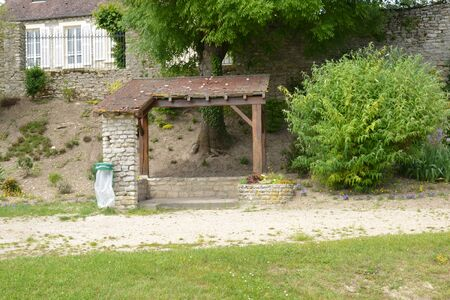 Ile de France, bus stop in the village of Fontenay Saint Pere Zdjęcie Seryjne - 49336234