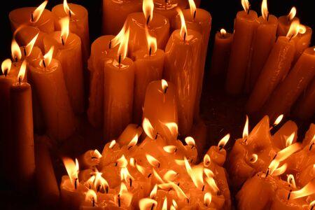oratory: Croacia, canddle en un oratorio en la antigua ciudad de Zagreb, en los Balcanes