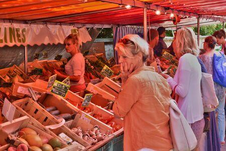 sur: Ile de France, the picturesque market of Verneuil sur Seine Editorial