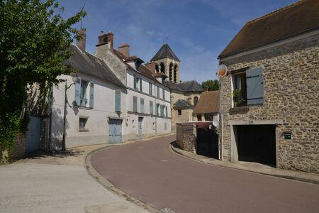 sur: Ile de France, the picturesque village of Oinville sur Montcient Stock Photo
