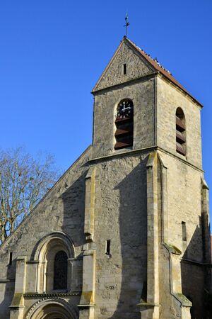 ile de france: Ile de France, the picturesque church of Villennes sur Seine Stock Photo