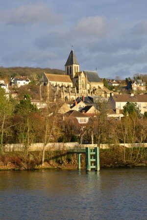 sur: Ile de France, the picturesque village of Triel sur Seine