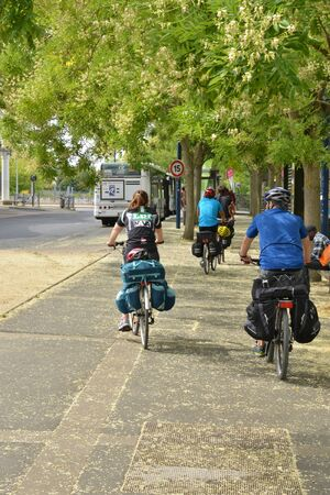 haut: Cergy le Haut, France - august 8 2015 : cyclist in the center of the modern city