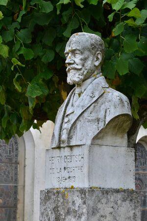 deutsch: Ecquevilly, France - august 17 2015 the Henry Deutsch de la Meurthe in church square