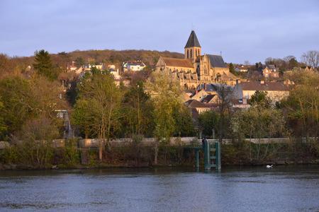 sur: Ile de France, the picturesque town of Triel sur Seine Editorial