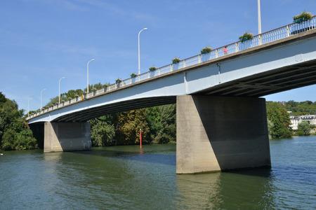 les: Les Mureaux, France - Bridge between les mureaux and meulan Stock Photo