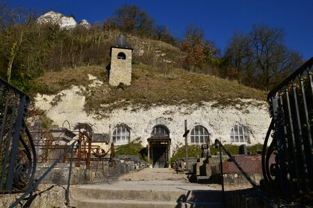 isle: the tloglodytic Annonciation church and the cemetery, Haute Isle, France Stock Photo