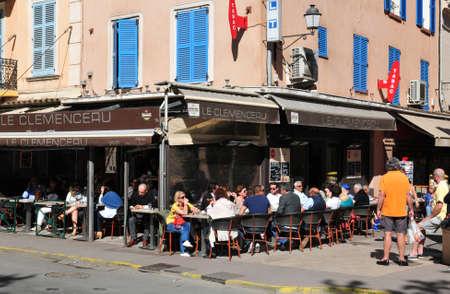 tropez: Saint Tropez; France - april 18 2016 : bar restaurant