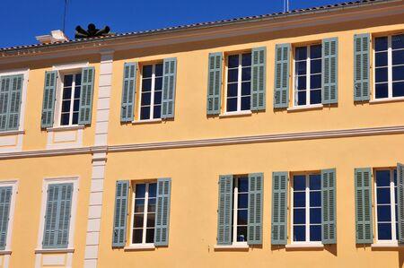 mimose: Bormes les Mimosas; Francia - il pittoresco municipio