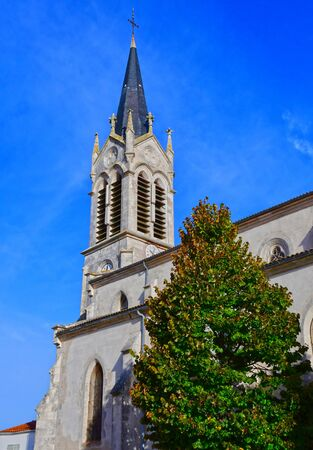 're: La Couarde sur Mer, France - september 26 2016 : the picturesque village in autumn
