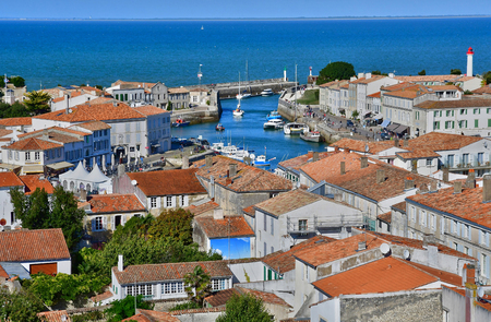 Saint Martin de Re, France - september 25 2016 : the picturesque village in the middle of the island Zdjęcie Seryjne