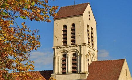 saint martin: Verneuil sur Seine; France - october 16 2016 : the saint Martin church
