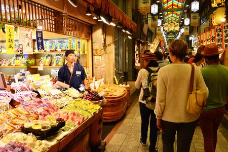 Kyoto, Japan - july 29 2017 : the Nishiki market in Ponto cho Редакционное