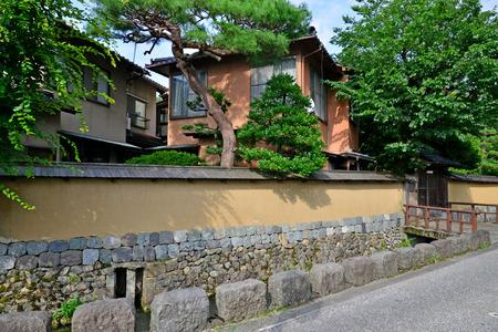 Kanazawa, Japan - august 3 2017 : the Nagamachi samourai house district Banque d'images - 108705036