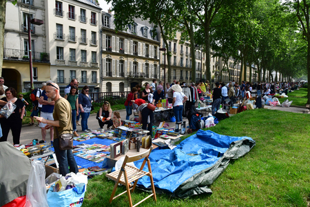 Versailles; France - june 10 2018 : the flea market Archivio Fotografico - 108887071