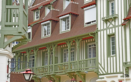 Deauville, France - august 18 2016 : the Normandy hotel 新聞圖片
